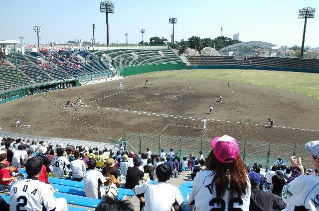 内野スタンドから赤城山も見える風光明媚な球場です。