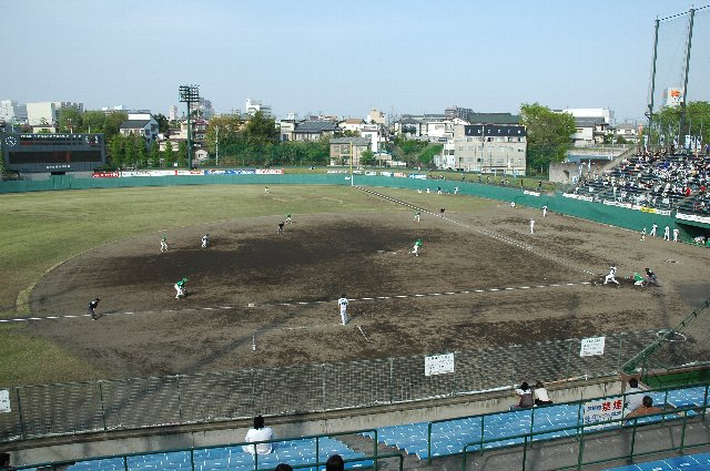 非常に窮屈な球場でしたが、個人的には好きな部類に入る球場でしたね。